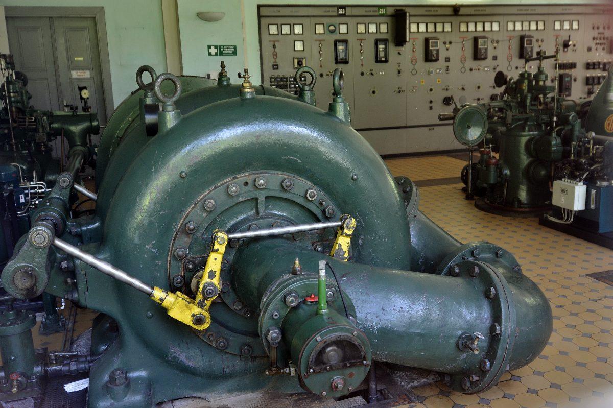agregáty v elektrárni