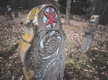 Ľudové náhrobníky Novohradu
